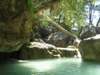 piscine naturelle dans une cascade le long de la tsiribihina